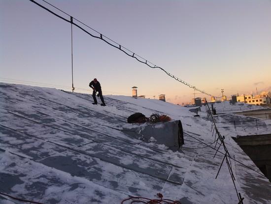 Очистка от снега и наледи крыши